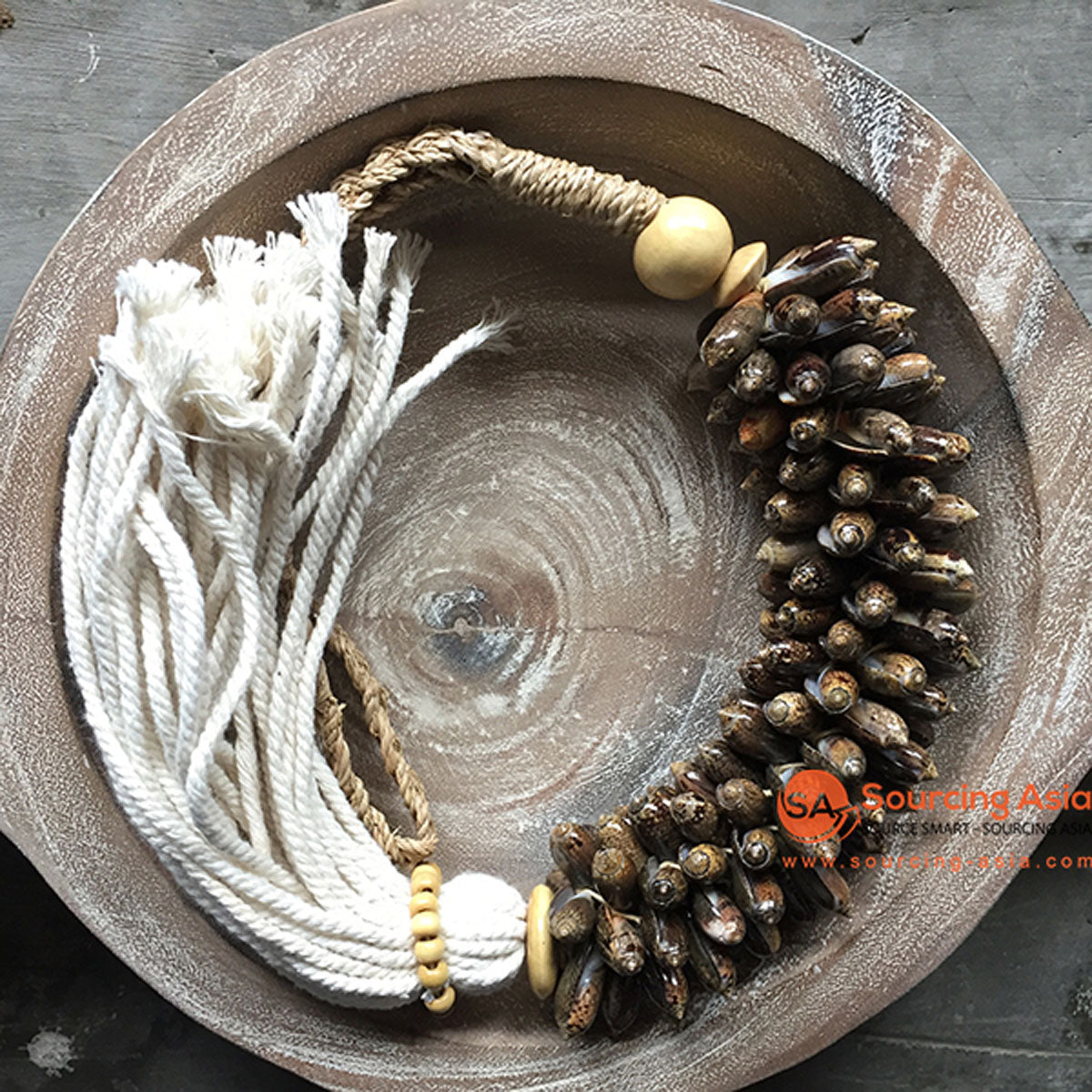 SHL047-22 NATURAL SHELL DECORATIVE TASSEL WITH MACRAME YARN