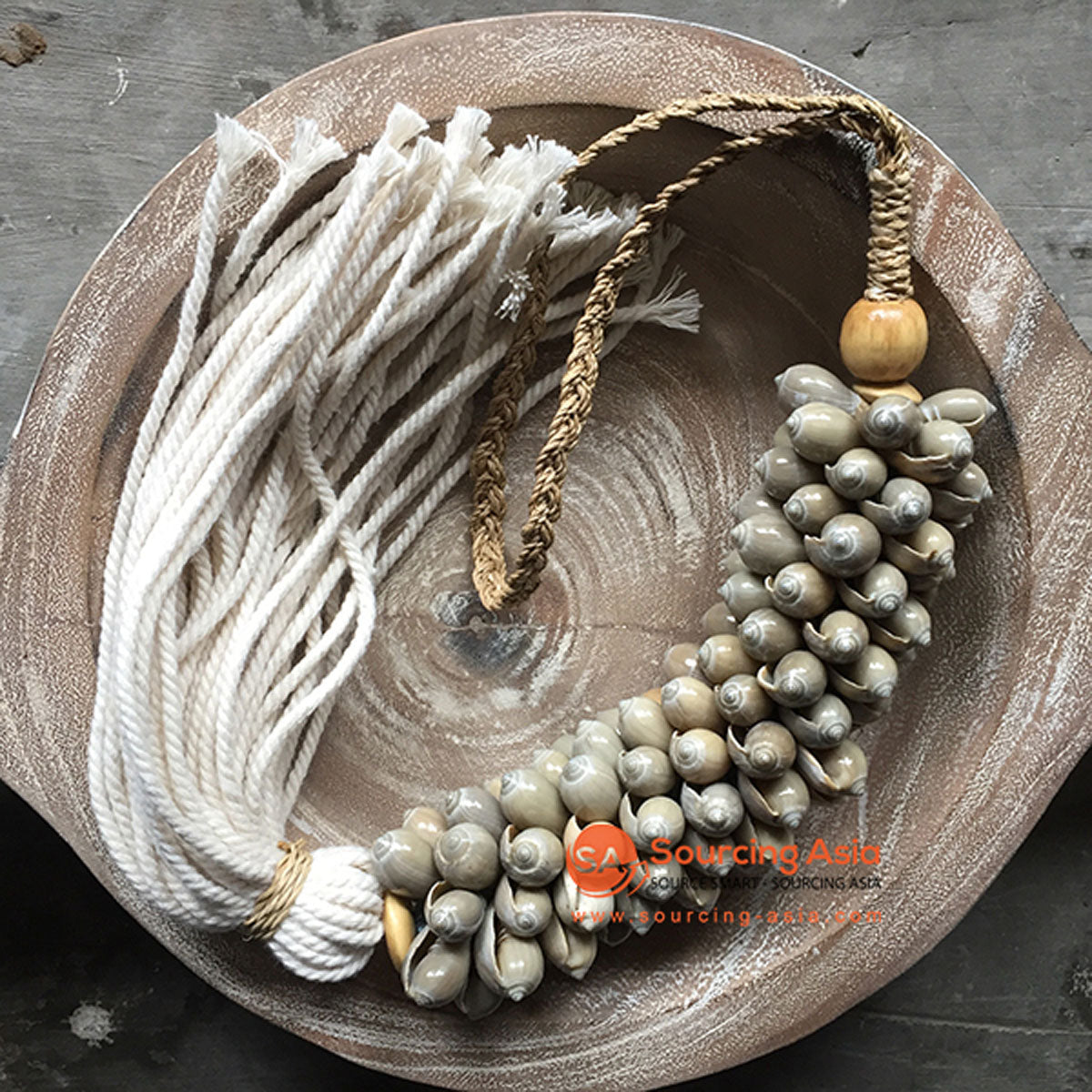 SHL047-23 NATURAL SHELL DECORATIVE TASSEL WITH MACRAME YARN