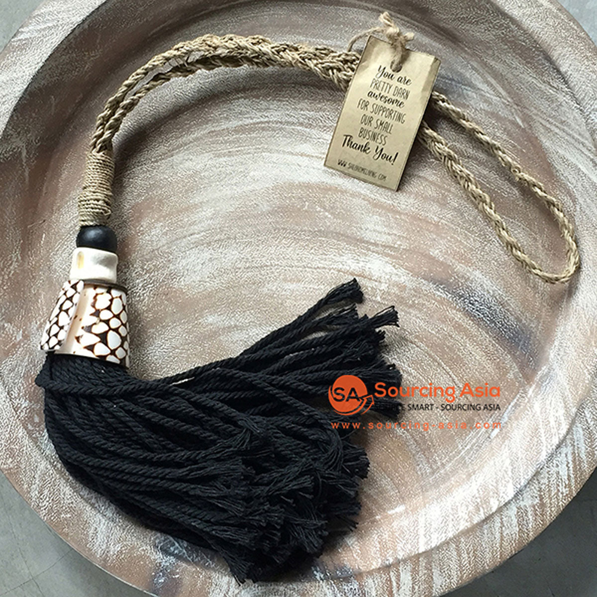 SHL047-7 NATURAL SHELL DECORATIVE TASSEL WITH MACRAME YARN
