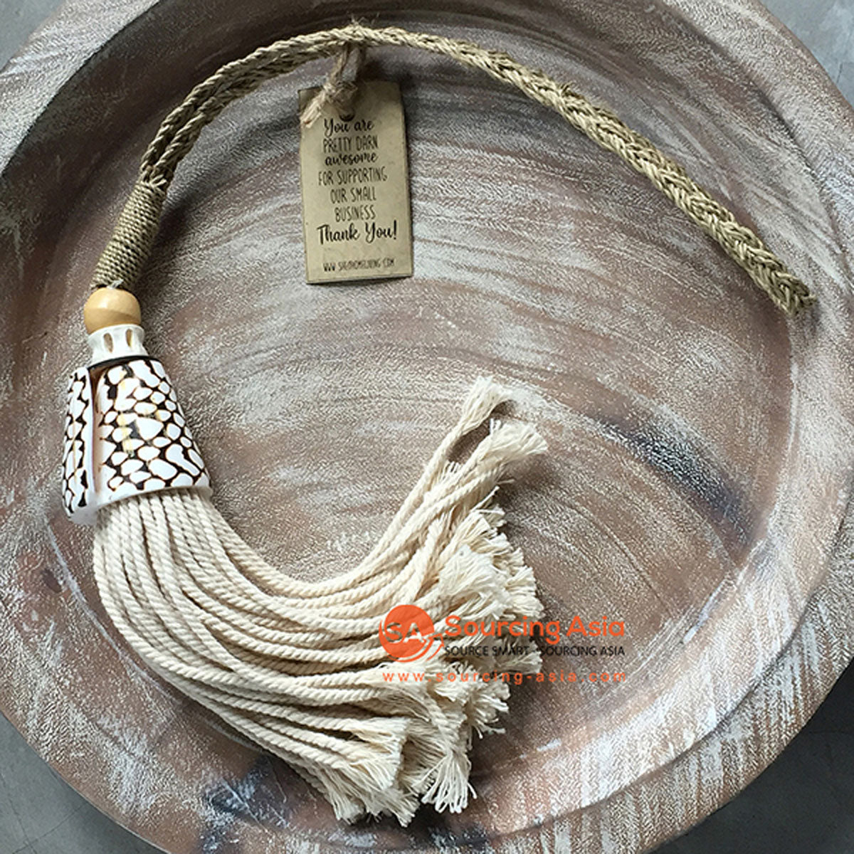 SHL047-8 NATURAL SHELL DECORATIVE TASSEL WITH MACRAME YARN