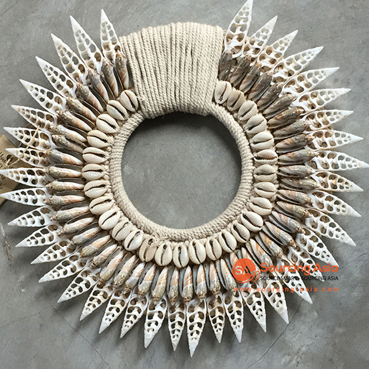 SHL068-5 WHITE AND GREY SHELL ROUND HANGING WALL DECORATION