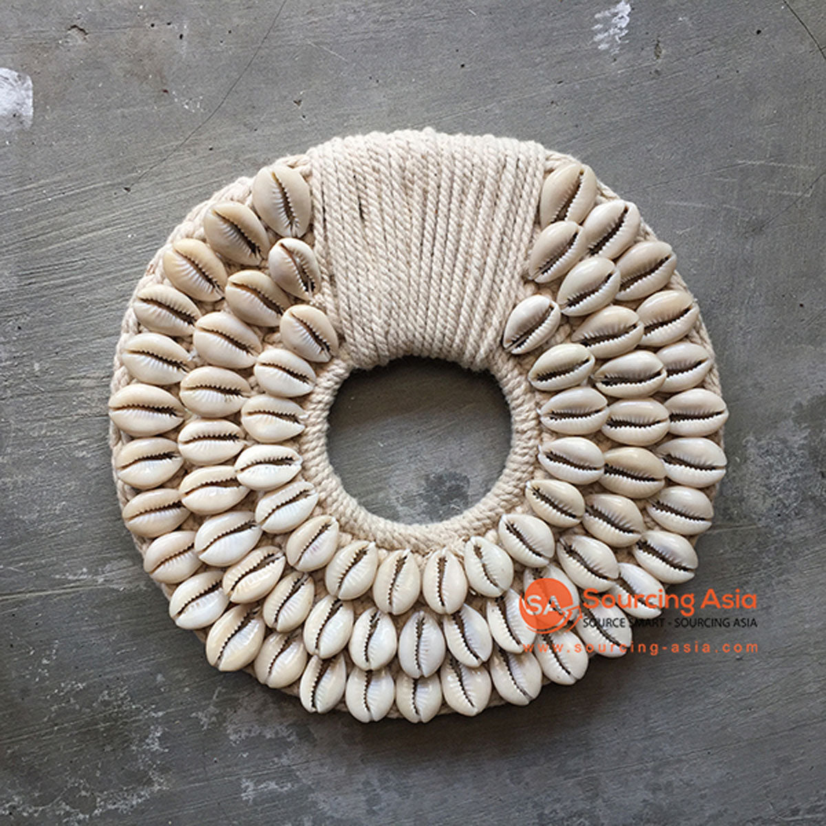 SHL068-6 WHITE COWRIE SHELL ROUND HANGING WALL DECORATION
