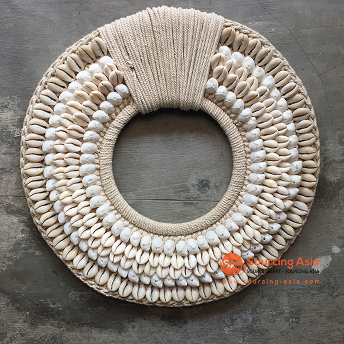 SHL068-7 WHITE AND CREAM SHELL ROUND HANGING WALL DECORATION