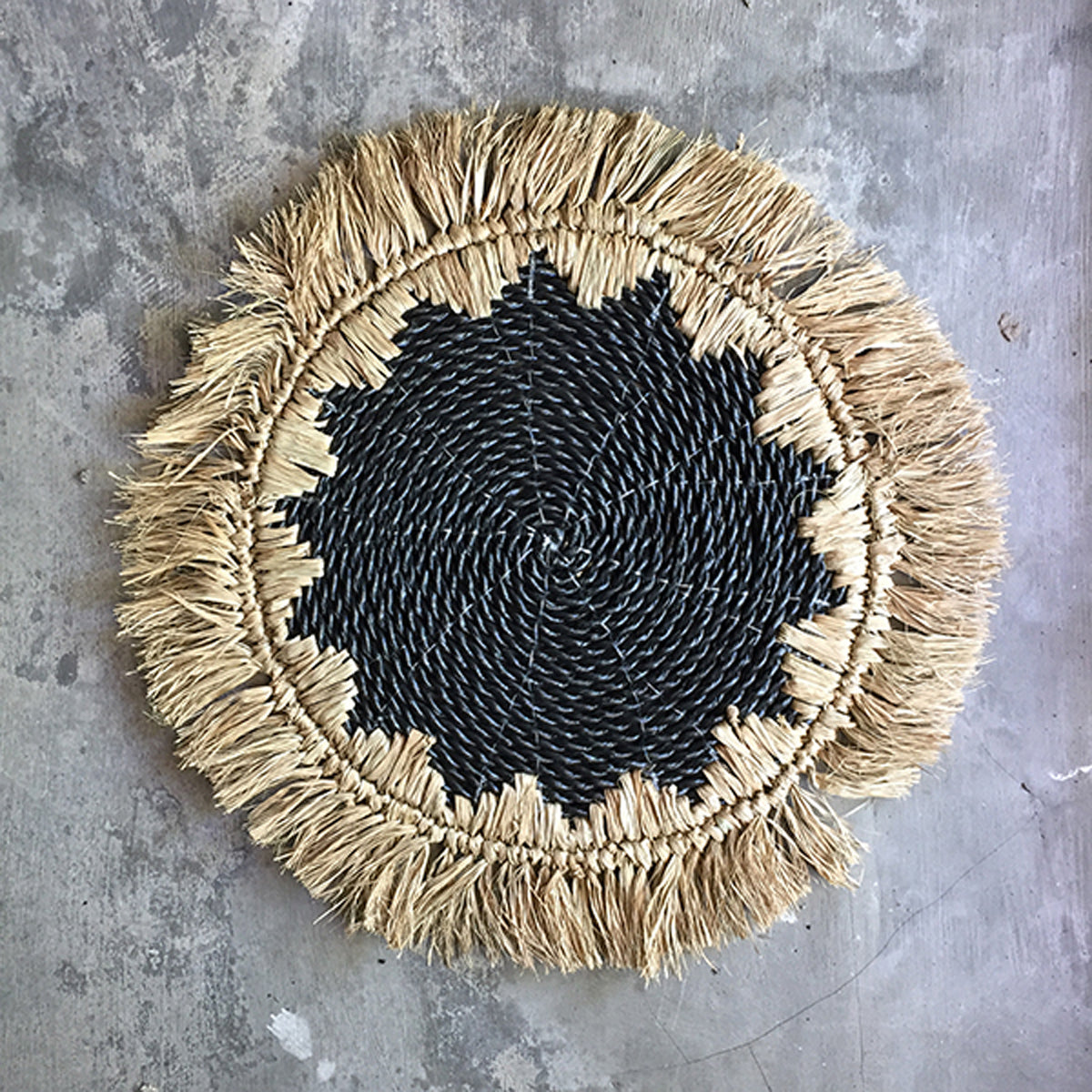 SHL187-1 NATURAL AND BLACK RAFFIA PLACEMAT