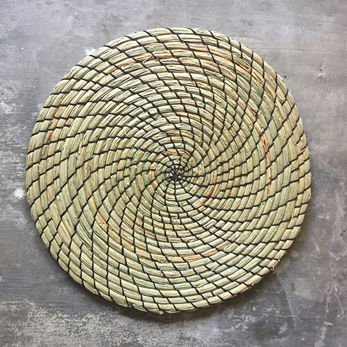 SHL187-3 NATURAL ROUND MENDONG PLACEMAT