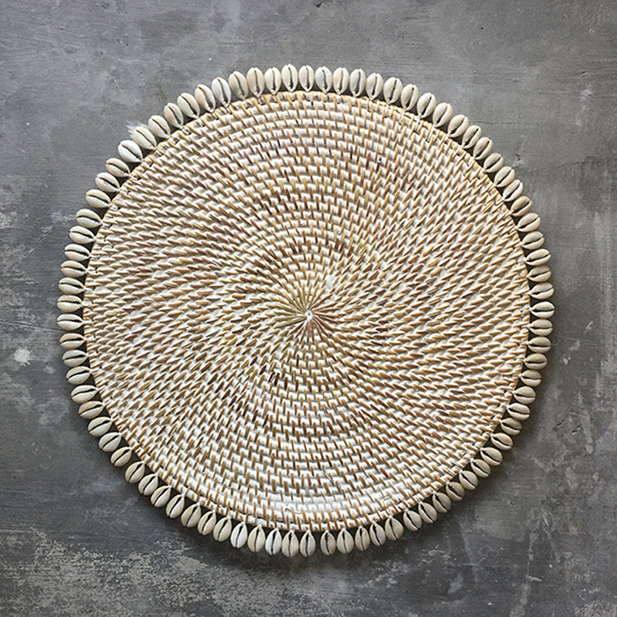 SHL187-6 WHITE WASH ROUND RATTAN PLACEMAT WITH SHELL FRINGE