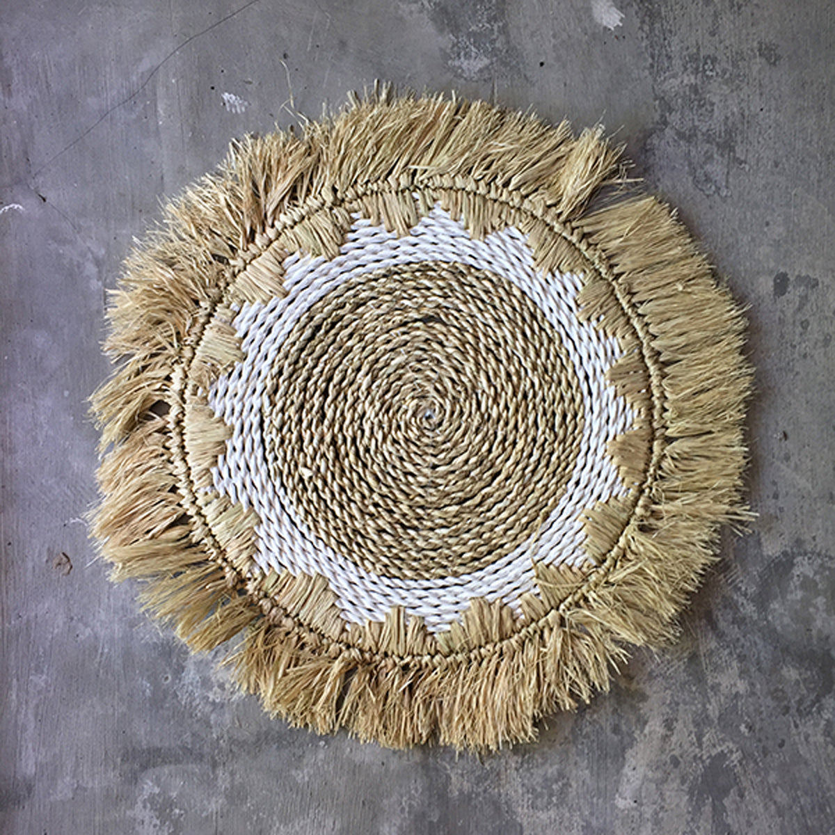 SHL187 NATURAL ROUND RAFFIA PLACEMAT