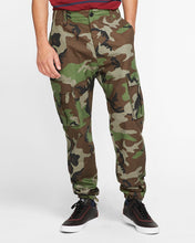 Load image into Gallery viewer, Nike SB Flex FTM Cargo Pants Camo