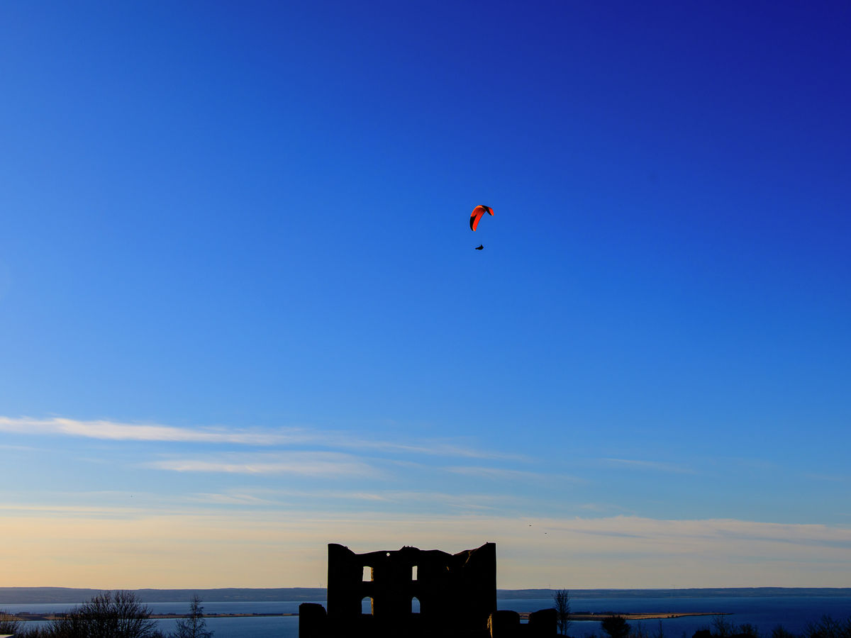 A paraglider over Brahehus 40*30 cm - edition of 500