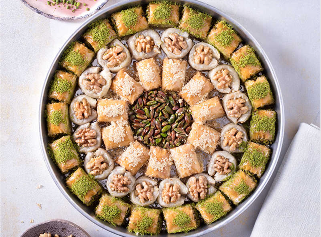 Special Pistachio and Walnut Baklavas In Tray