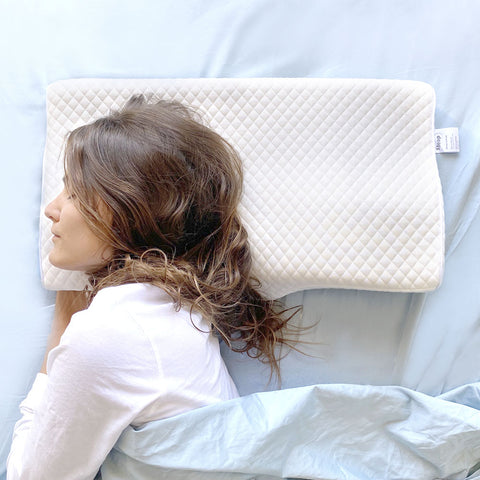 side sleeper woman sleeping well with Zleep, Australia's best orthopaedic pillow for back, shoulder, neck pain and headache