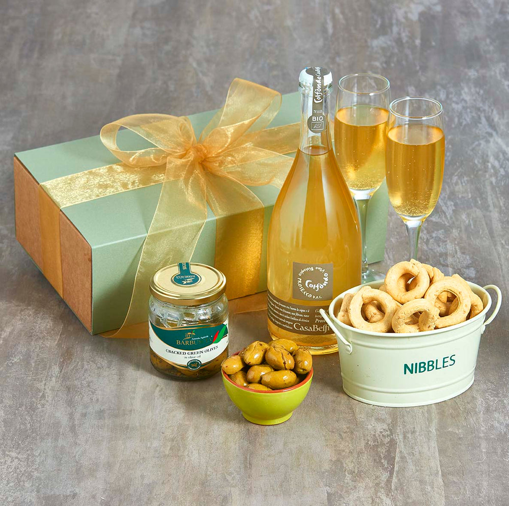 Italian prosecco and nibbles gift box