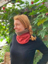 Load image into Gallery viewer, Reversible Snood - Brown / Red