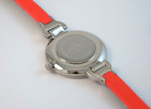 Load image into Gallery viewer, Montre femme fait à la main acier mince bracelet silicone | FLAMANT ROSE
