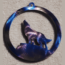 Load image into Gallery viewer, Wolf Howling in Circle Metal Art (#117)