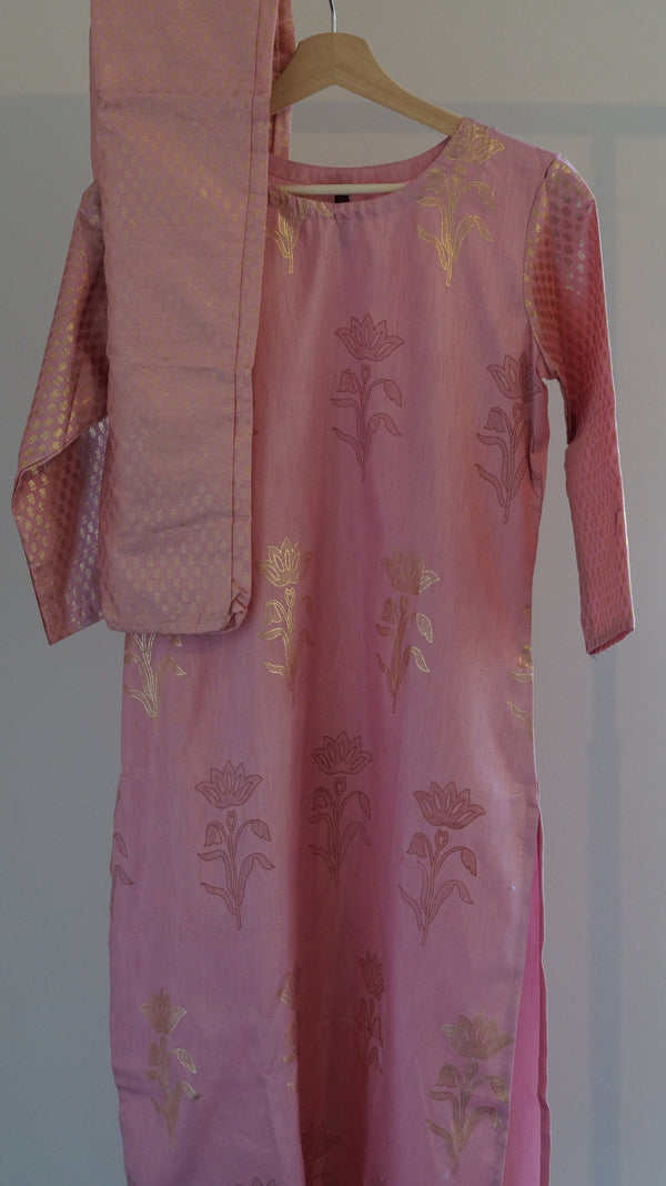 Pink Solid kurta with trousers
