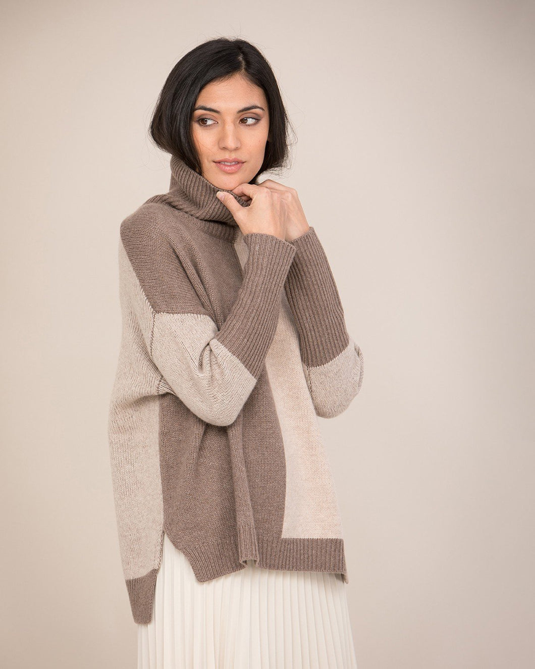Two-Tone Roll Neck Cashmere Jumper in brown