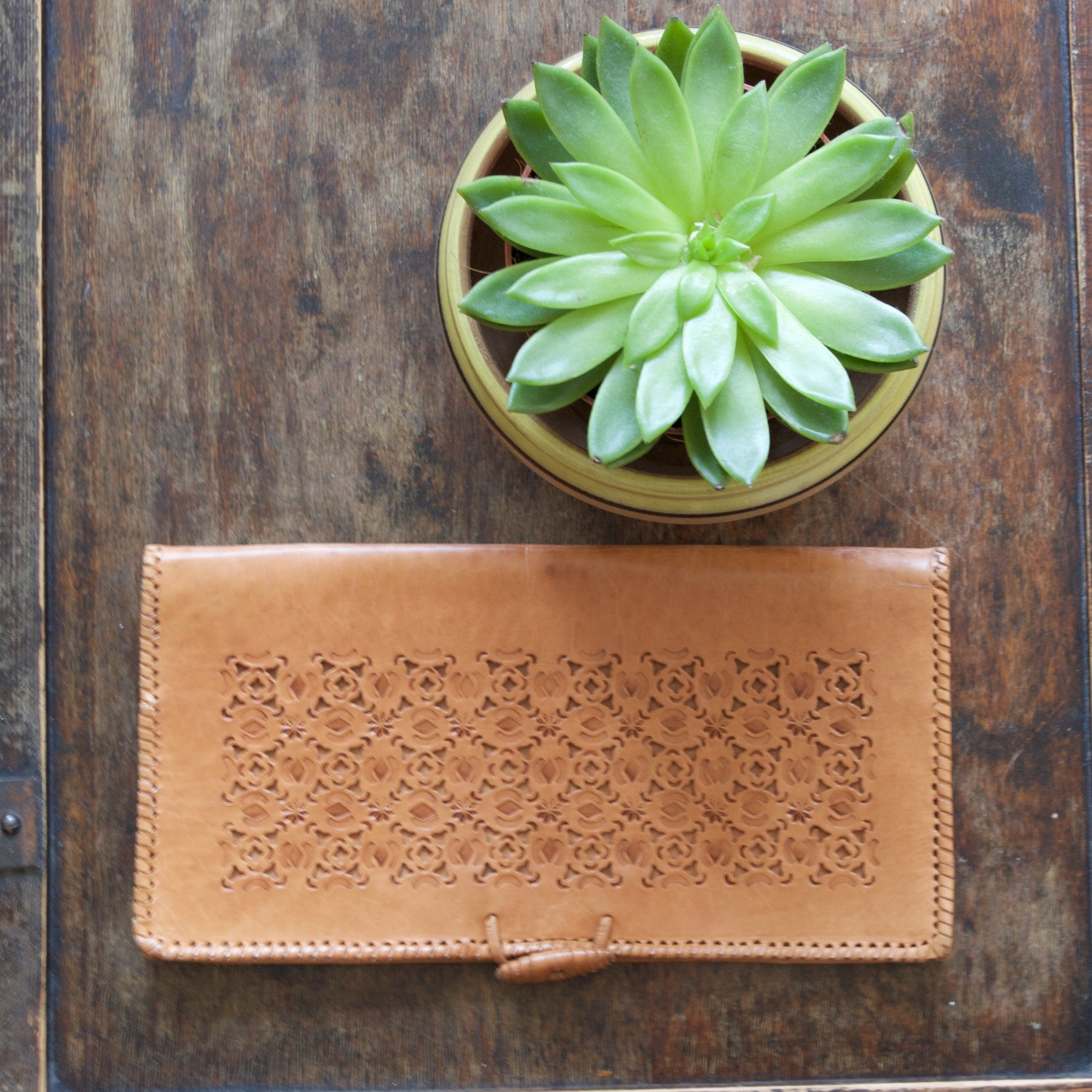 Tan leather casual vintage clutch bag