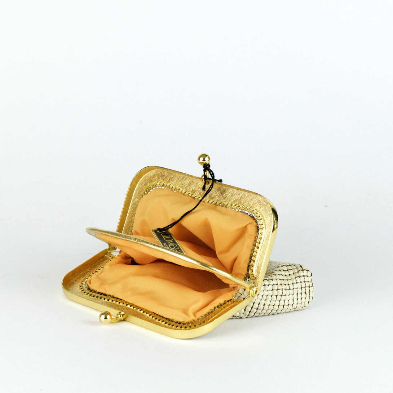 Vintage off-white metal mesh coin purse by Glomesh, view purse open
