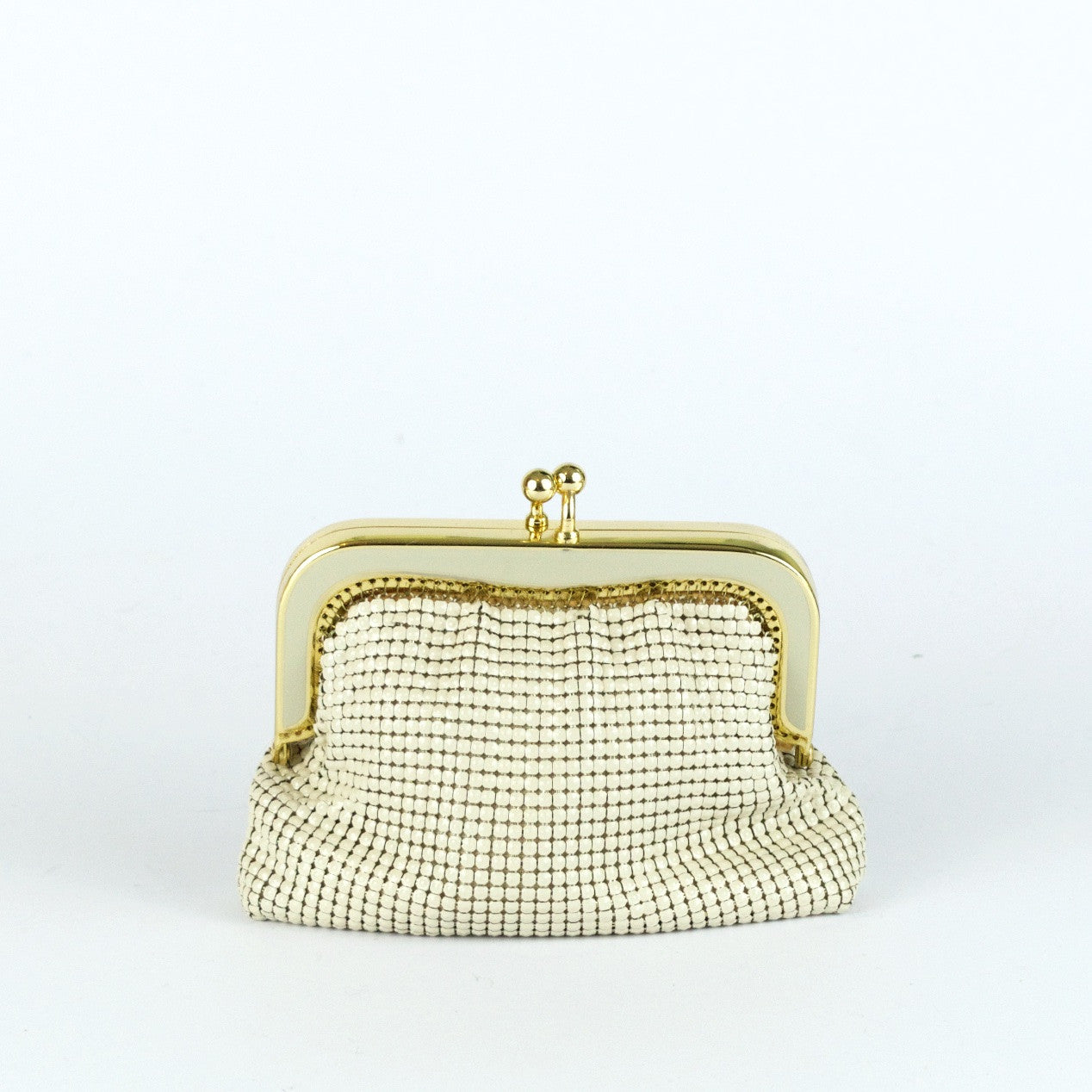 Vintage off-white metal mesh coin purse by Glomesh, view purse front