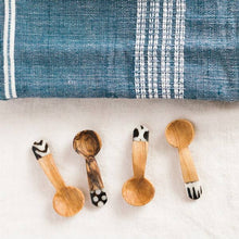 Load image into Gallery viewer, Olive Wood Teaspoon Set