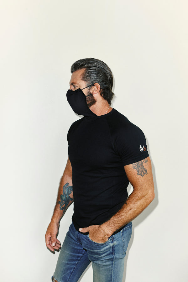 <transcy>Men's t-shirt with integrated mask</transcy>