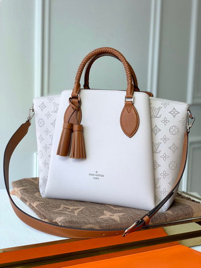 LV M55553 Louis Vuitton  M55031 Haumea Mahina bag White