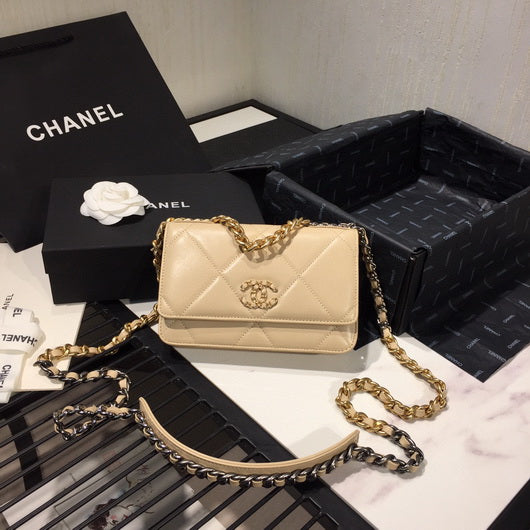 Chanel AP0957 Chanel 19 Wallet on Chain Shiny Calfskin Apricot
