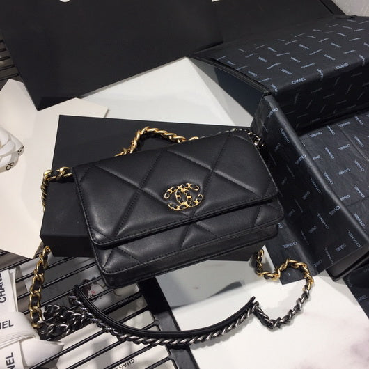 Chanel AP0957 Chanel 19 Wallet on Chain Shiny Calfskin Black