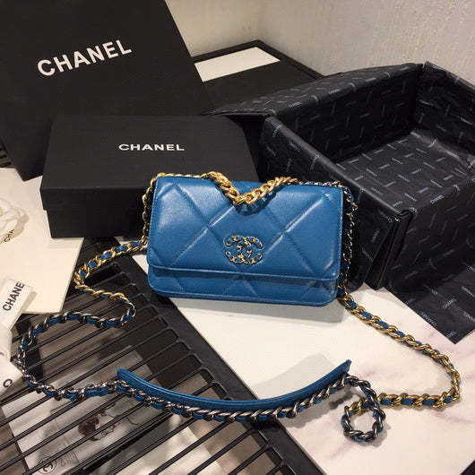 Chanel AP0957 Chanel 19 Wallet on Chain Shiny Calfskin Blue