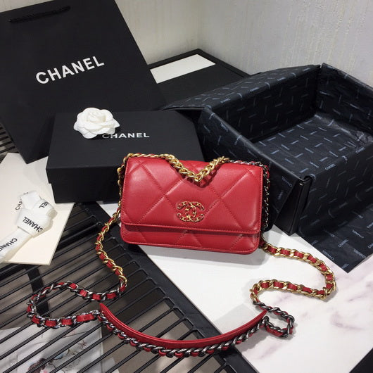 Chanel AP0957 Chanel 19 Wallet on Chain Shiny Calfskin Red
