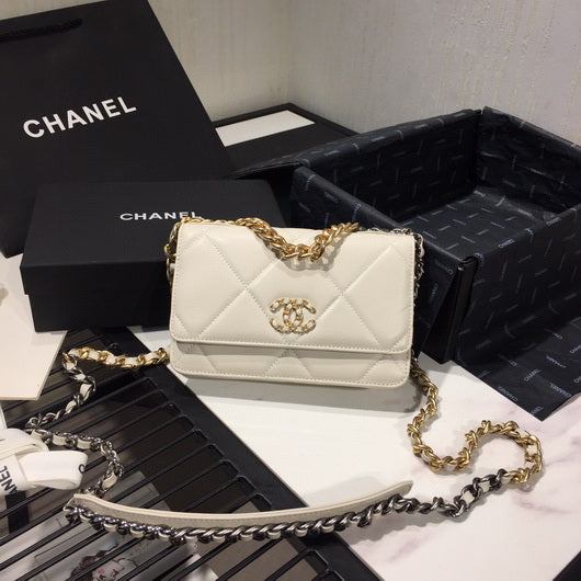 Chanel AP0957 Chanel 19 Wallet on Chain Shiny Calfskin White