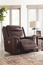 Wyline Signature Design by Ashley Recliner