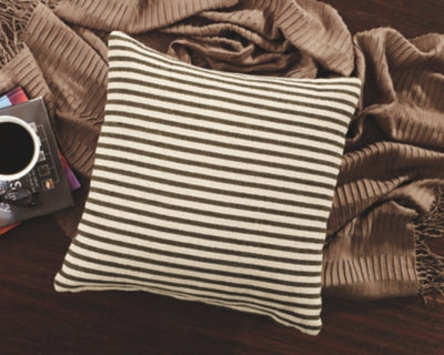 Yates Signature Design by Ashley Pillow Set of 4