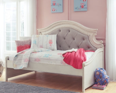 Realyn Signature Design by Ashley Twin Day Bed