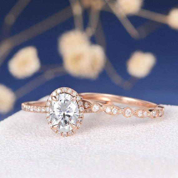 18K Gold Moissanite Engagement Ring Set Rose Gold Bridal Sets Art Deco Wedding Band Women Diamond Ring Halo Claw Prongs Antique Ring Oval Cut 2pcs
