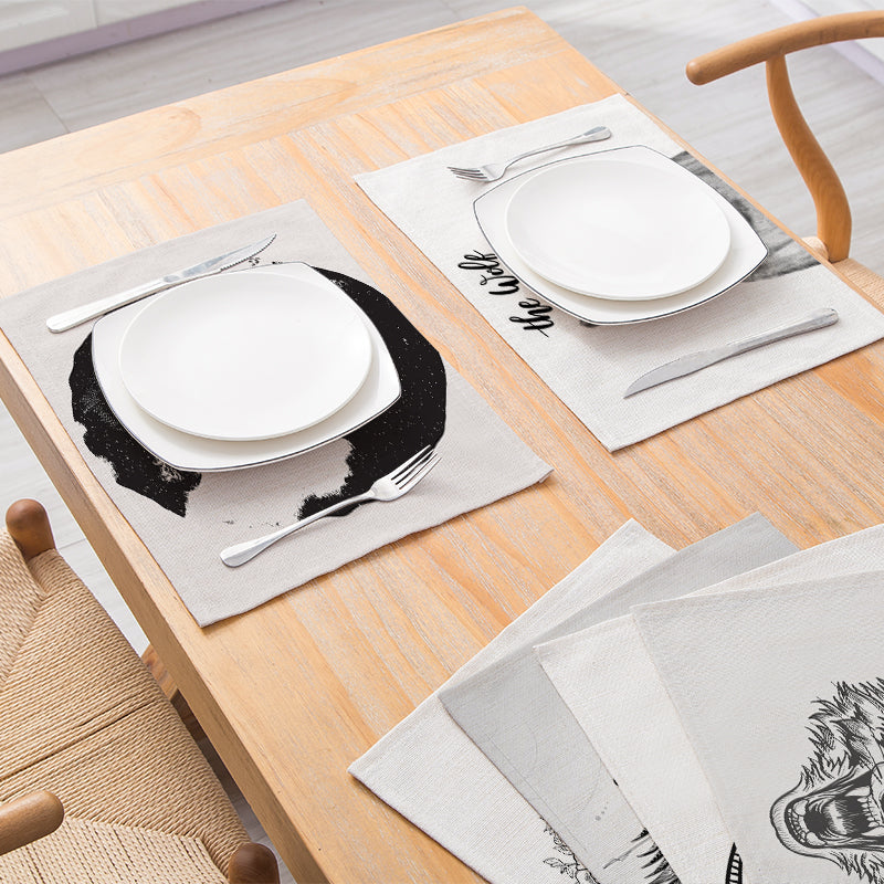 Customized Wolf Pattern Printed Cotton & Linen Placemat Nordic Style Non-slip Heat Insulation Table Mat