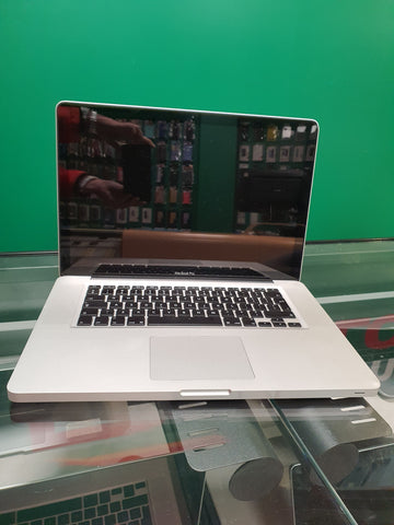 Apple MacBook Pro 15 - 8 gb RAM - 500 gb HHD (2011)