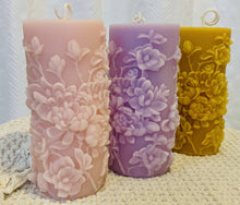 Load image into Gallery viewer, Westbeau Cottage Candles- Bouquet of Flowers Pillar