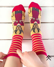 Load image into Gallery viewer, Gazelle Head Print Red Socks