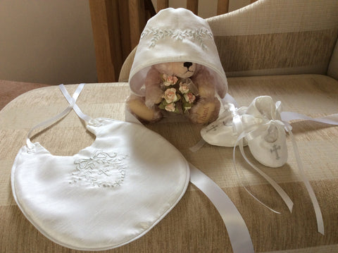 Cameo Collection Bonnet, bootees and bib set