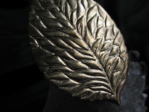 Ari Leaf Ring - Golden Treasure Box