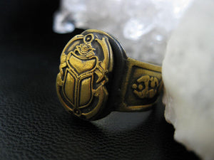 Cult of Khepri Ring - Golden Treasure Box