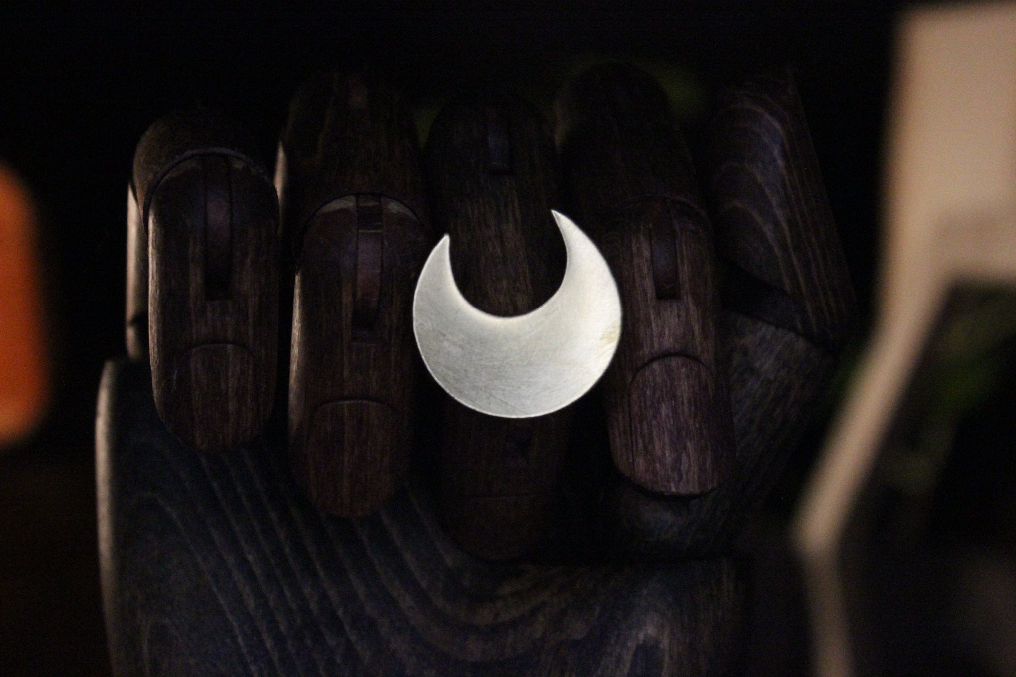 Deep Crescent Brass Moon Ring - Golden Treasure Box