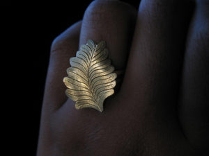 Tropical Leaf Ring - Golden Treasure Box