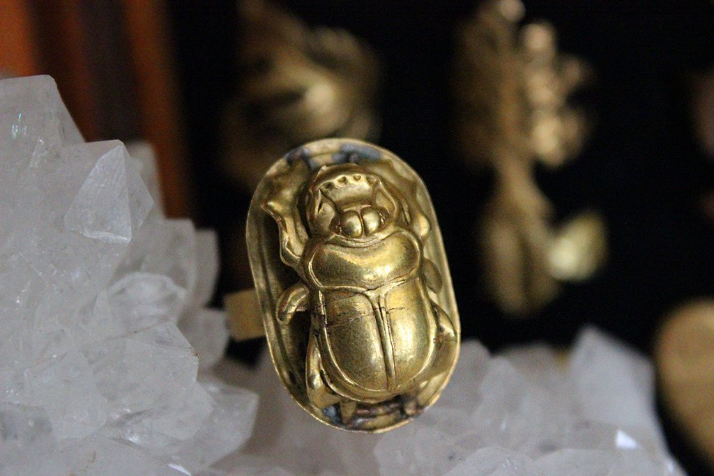 Vintage Egyptian 3D Khepri Scarab Ring - Golden Treasure Box