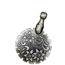 Load image into Gallery viewer, Clover thread cutter pendant - antique gold