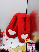 Load image into Gallery viewer, Slippers Red Hearts