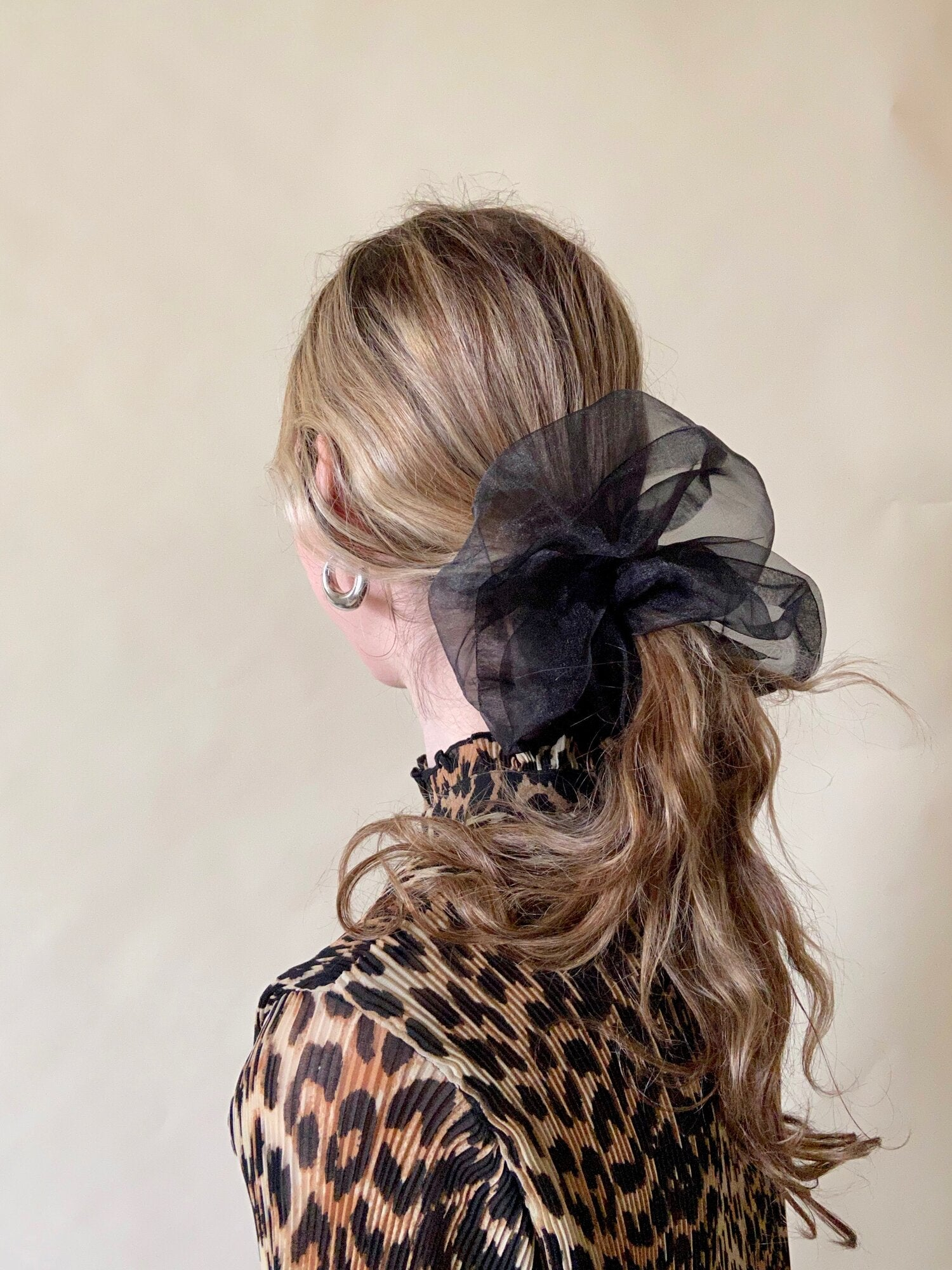 OVERSIZED ORGANZA XXL SCRUNCHIE BLACK