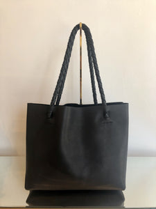 TOTE NO. 1 BLACK PEBBLE